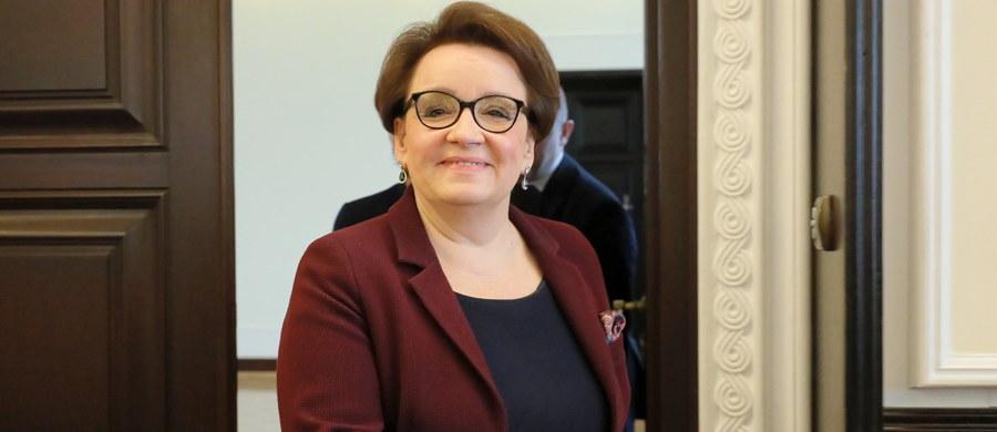 Centralna Komisja Egzaminacyjna jest przygotowana do przeprowadzenia egzaminów; zwracam się do wszystkich nauczycieli z prośbą o to, by byli przy swoich uczniach – powiedziała w piątek minister edukacji narodowej Anna Zalewska.