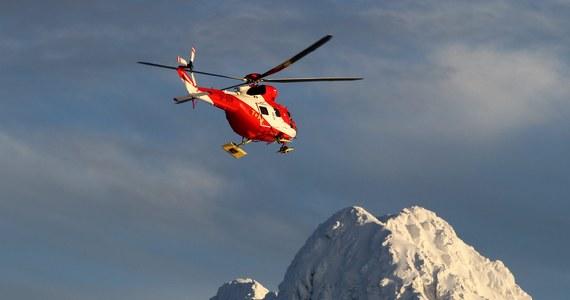 Ze zboczy Rysów na szlak zeszła lawina śnieżna. Na miejsce pojechali ratownicy TOPR. Na szczęście okazało się, że nikt nie został porwany przez zwały śniegu.