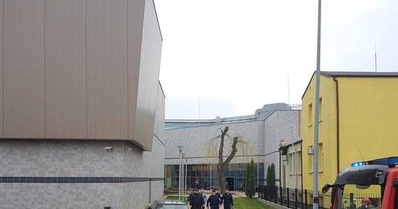 Trzy osoby trafiły do szpitala w Gorzowie Wielkopolskim po tym, jak w jednej z tamtejszych galerii handlowych doszło do wycieku substancji chemicznej. Strażacy na czas zabezpieczenia wycieku ewakuowali z galerii około 500 osób.