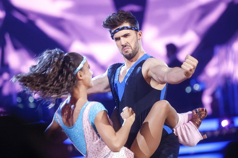 """Wszystkie pary ciężko pracują, aby podczas piątkowego odcinka na żywo wypaść jak najlepiej. Jak wyglądają próby uczestników programu """"Dancing with the Stars. Taniec z Gwiazdami""""? Sprawdźcie!"""