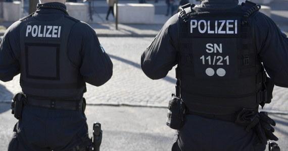 Niemiecka prokuratura zatrzymała 10 osób, które przygotowywały zamach terrorystyczny. Miały do tego wykorzystać samochód oraz broń palną.
