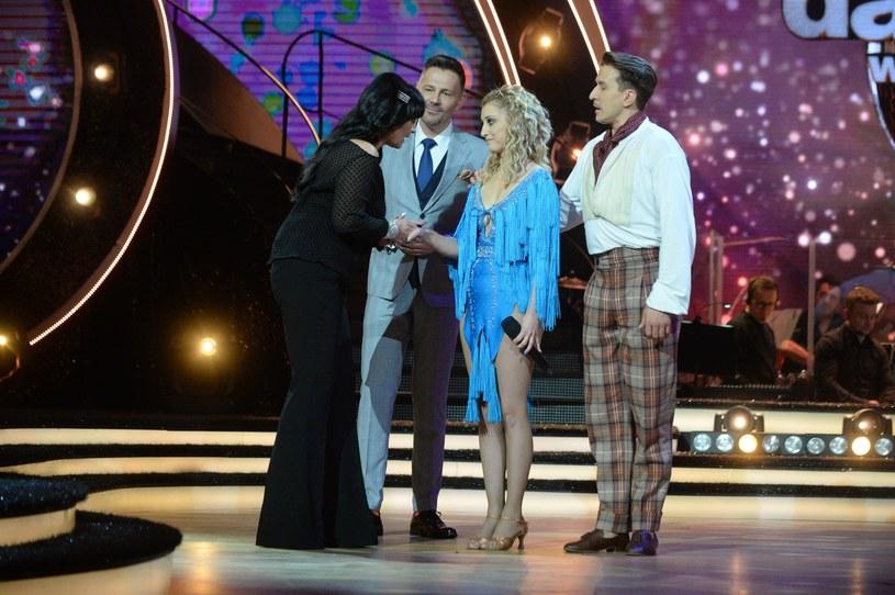 Czwarty odcinek tanecznego show obfitował w zaskoczenia. Niespodziankę sprawiła Justyna Żyła, która otrzymała pozytywne oceny od większości jurorów. Niemiłym zaskoczeniom był z kolei końcowy werdykt. Z programu odpadli Sebastian Stankiewicz i Janja Lesar. Niektórzy widzieli w nich faworytów programu.