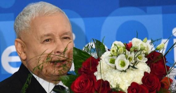 Gdyby wybory parlamentarne odbyły się w marcu, wygrałoby je Prawo i Sprawiedliwość - wynika z sondażu pracowni Estymator dla DoRzeczy.pl. Partię Jarosława Kaczyńskiego poparłoby 42,6 proc. badanych.