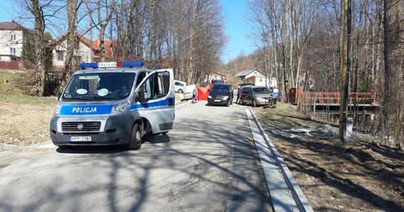 Tragiczny wypadek w Rychwałdku. Dwie kobiety zginęły w wyniku potrącenia po tym, jak uderzył w nie Volkswagen Transporter.