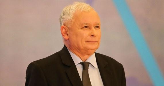 Droga do sprawiedliwej Polski to droga dla Polaków i do poprawy ich losu - mówił prezes PiS Jarosław Kaczyński podczas konwencji regionalnej partii we Wrocławiu.