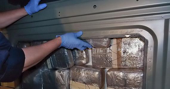 Narkotyki z Hiszpanii trafiały do Wielkiej Brytanii, Niemiec lub przez Polskę do Szwecji i Norwegii. W ten sposób bandyci mogli przemycić nawet 4 tony haszyszu, kokainy i marihuany. Przestępczy proceder zakończyli policjanci CBŚP wspólnie ze służbami z Holandii, Szwecji, Norwegii, pod egidą Europolu.