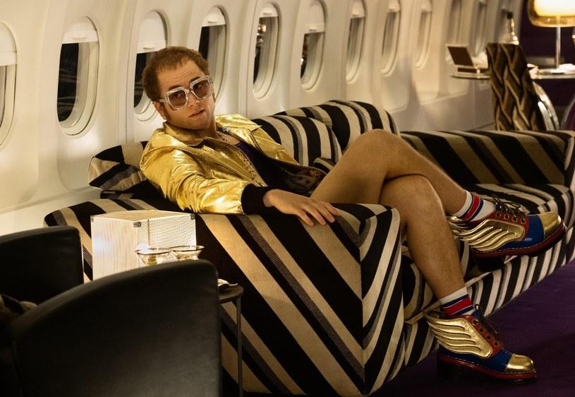 """Według najnowszych informacji film opowiadający życiowe losy Eltona Johna ma otrzymać kategorię """"R"""", co oznacza, że będzie on przeznaczony jedynie dla widzów pełnoletnich."""