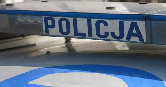 Policjanci z Biłgoraja na Lubelszczyźnie poszukują mężczyznę, który około godz. 13 napadł na placówkę bankową.