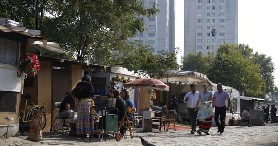 Na terenie imigranckich przedmieść Paryża doszło do starć. Obozowiska Romów zostały tam zaatakowane przez grupy mieszkańców uzbrojonych w kije bejsobolowe i noże. 20 osób aresztowano.