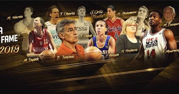 Jedna z najlepszych koszykarek na świecie Małgorzata Dydek, która zmarła w 2011 roku, zostanie uhonorowana w sierpniu wprowadzeniem do Galerii Sław Międzynarodowej Federacji Koszykówki (FIBA) - poinformowały jej władze.