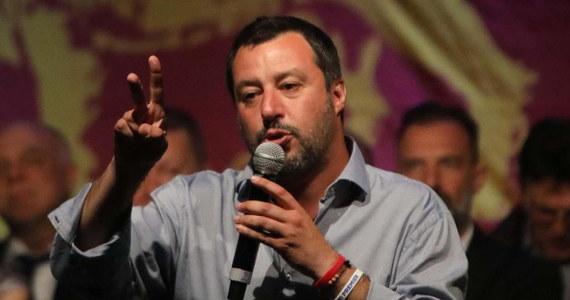 """Przywódca włoskiej Ligi Matteo Salvini powiedział na łamach środowego wydania dziennika """"La Stampa"""", że organizuje w Mediolanie spotkanie z udziałem wszystkich sojuszników swego ugrupowania przed majowymi wyborami do Parlamentu Europejskiego."""