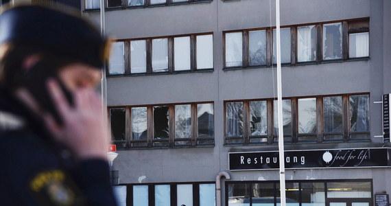 Potężna eksplozja obudziła w nocy mieszkańców zachodniej części Sztokholmu. Policja informuje o kilku osobach z niegroźnymi obrażeniami.