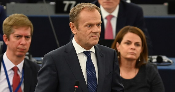 Szef Rady Europejskiej Donald Tusk powiedział dziennikarzom w Parlamencie Europejskim w Strasburgu, że dyrektywa o prawach autorskich to rozwiązanie bezpieczne z punktu widzenia wolności w internecie.