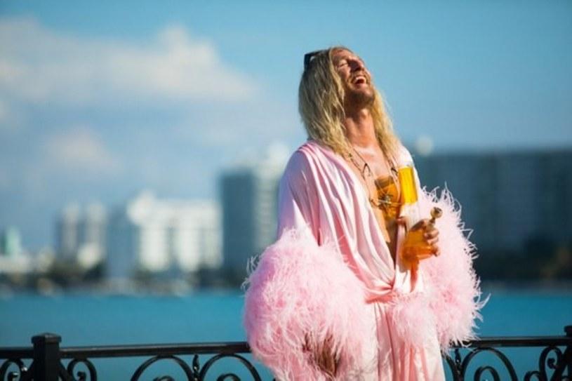 """Niepokorny, ożywczo prowokacyjny """"The Beach Bum"""" oraz odważny i szczery """"Nasz czas"""" (""""Nuestro Tiempo"""") znajdą się w programie tegorocznej odsłony Międzynarodowego Festiwalu Filmowego Nowe Horyzonty. Nowe filmy Harmony'ego Korine'a, autora przebojowych, kontrowersyjnych """"Spring Breakers"""", i Carlosa Reygadasa, twórcy nagradzanych w Cannes """"Post Tenebras Lux"""" i """"Cichego światła"""" (""""Stellet licht""""), to olśniewające wizualnie, przewrotne i wnikliwe portrety współczesnych wymiarów wolności."""