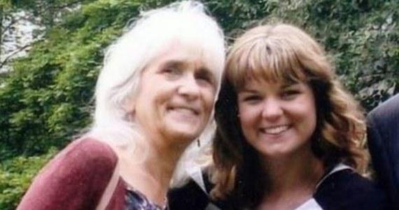 """Ta historia wydaje się wprost niewiarygodna, a jednak okazuje się prawdziwa. Szkocka emerytka przeżyła znaczną część życia nie zdając sobie sprawy z tego, że nie odczuwa bólu. Fakt, że zranienia nie wywoływały u niej dyskomfortu i łatwo się goiły, uznawała za coś absolutnie normalnego. Jej przypadek zaalarmował lekarzy dopiero, gdy w wieku 65 lat zwróciła się o pomoc w związku z silną degeneracją stawu biodrowego. Fakt, że wciąż nie czuła bólu, był trudny do uwierzenia. Badania genetyczne, których wyniki publikuje dziś czasopismo """"British Journal of Anaesthesia"""", wykazały, że kobieta jest nosicielką nieznanych wcześniej mutacji genów, które nie tylko redukują wrażliwość na ból, ale też ułatwiają gojenie ran i łagodzą stany lękowe."""