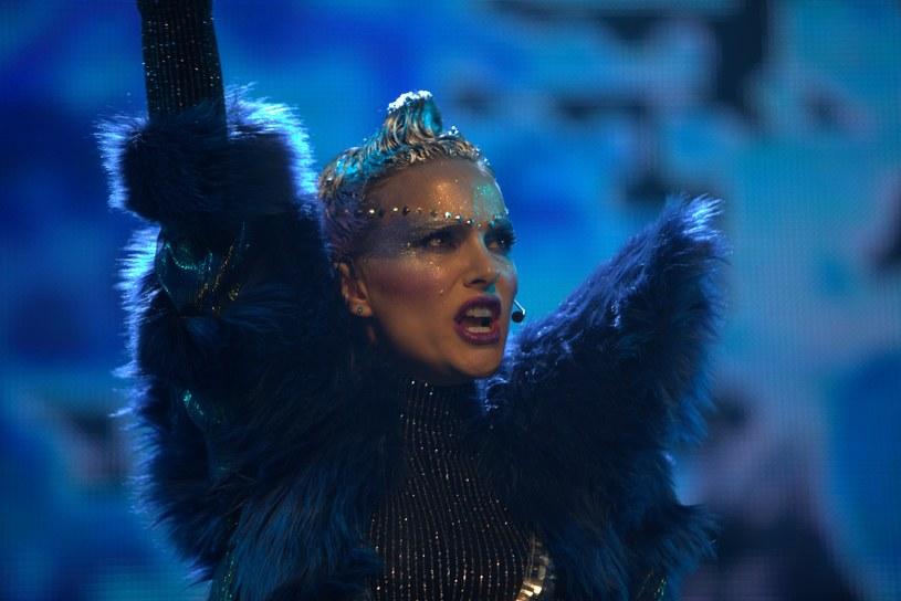 """Laureatka Oscara Natalie Portman w hipnotycznej i prowokującej opowieści o życiu i karierze wielkiej gwiazdy pop. """"Vox Lux"""" w kinach 26 kwietnia!"""