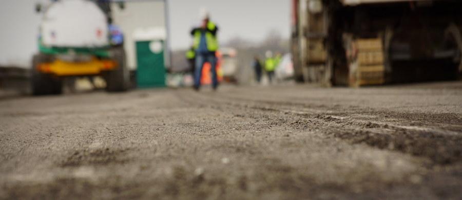 Generalna Dyrekcja Dróg Krajowych i Autostrad i firma Salini zawarły porozumienie, które umożliwia przyspieszenie płatności dla podwykonawców, usługodawców i dostawców materiałów na budowie autostrady A1 między węzłami Rząsawa i Blachownia w Śląskiem. Łączna kwota wypłat wyniesie ok. 30 milionów złotych.