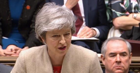 """Rzecznik Theresy May zapowiedział prowadzenie dalszych rozmów z północnoirlandzką Demokratyczną Partią Unionistów (DUP) w sprawie uzyskania jej poparcia dla rządowego projektu umowy wyjścia Wielkiej Brytanii z Unii Europejskiej. """"Szefowa rządu chce wypracować porozumienie, które pozwoli nam na tak szybkie opuszczenie (Wspólnoty), jak to możliwe i będzie dalej na to naciskać"""" - powiedział."""