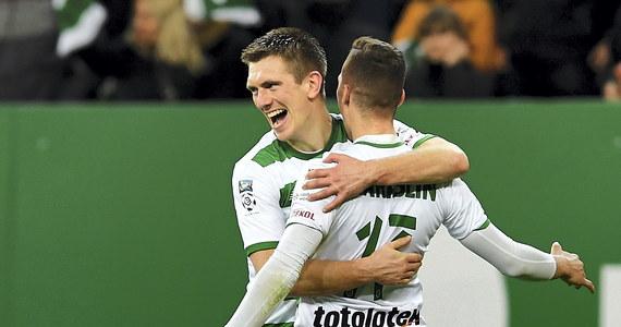 Prowadząca w tabeli Lechia Gdańsk wygrała u siebie z trzecim Piastem Gliwice 2:0 w 27. kolejce piłkarskiej ekstraklasy. Porażki na swoich stadionach doznały walczące o utrzymanie Wisła Płock i Górnik Zabrze.