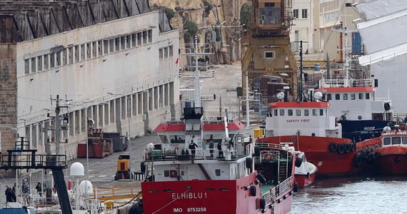 Trzej młodzi migranci zostali oskarżeni na Malcie o bezprawne przejęcie kontroli nad statkiem handlowym i zastosowanie przemocy wobec jego załogi. Grozi im do 30 lat więzienia, bowiem w maltańskim prawie porwanie statku może być uznane za przestępstwo terrorystyczne.