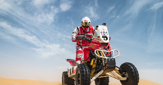 Rafał Sonik uzyskał drugi czas na pierwszym etapie Abu Dhabi Desert Challenge. Siedmiokrotny zdobywca Pucharu Świata stracił tylko minutę do Kuwejtczyka Fahida Al-Mussalama i był w doskonałym nastroju, ponieważ nie forsował tempa, a mimo to wypracował dobrą pozycję na początek rywalizacji.