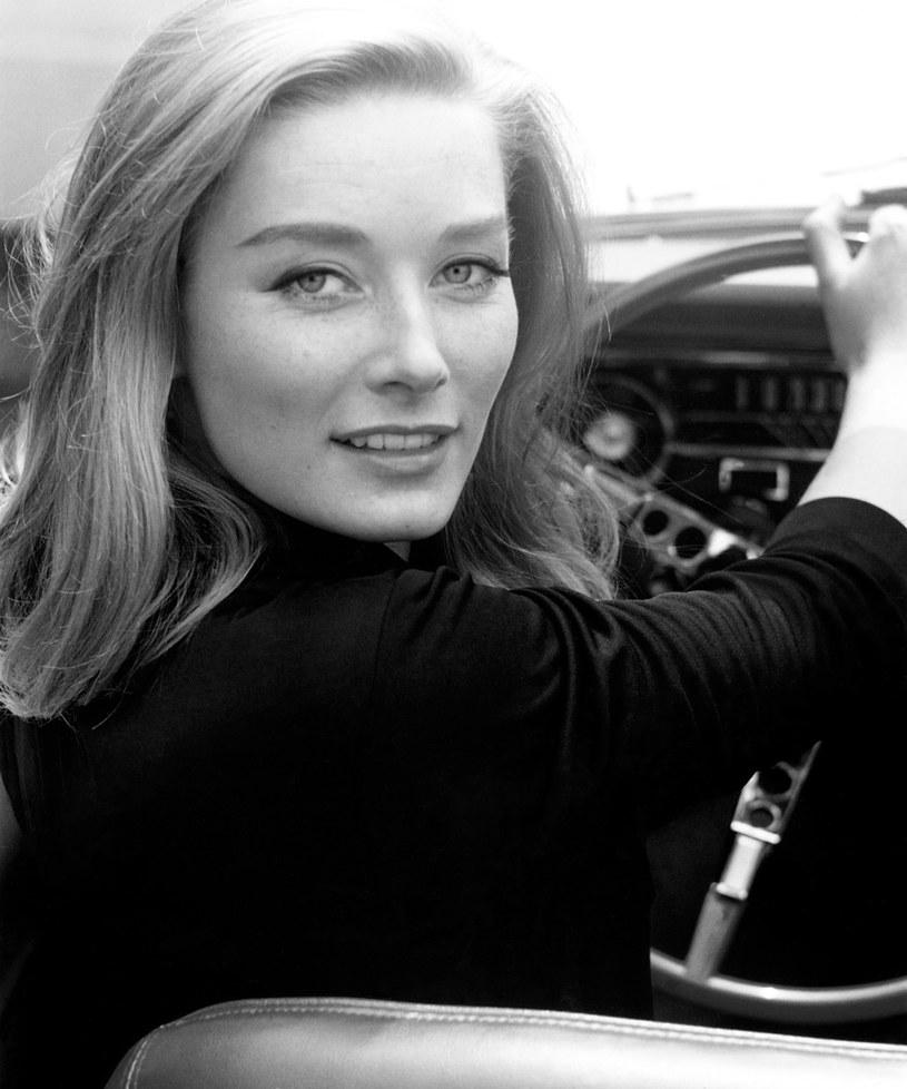 """Tania Mallet, brytyjska modelka i aktorka, najbardziej znana z roli dziewczyny Bonda w filmie """"Goldfinger"""", nie żyje. Zmarła 30 marca 2019 roku w wieku 77 lat."""