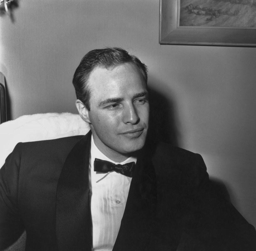 """95 lat temu urodził się Marlon Brando, jeden z najwybitniejszych amerykańskich aktorów. Jego najbardziej znane role to Vito Corleone w filmie """"Ojciec chrzestny"""" Francisa Forda Coppoli oraz Stan Kowalski w """"Tramwaju zwanym pożądaniem"""" Eli Kazana."""