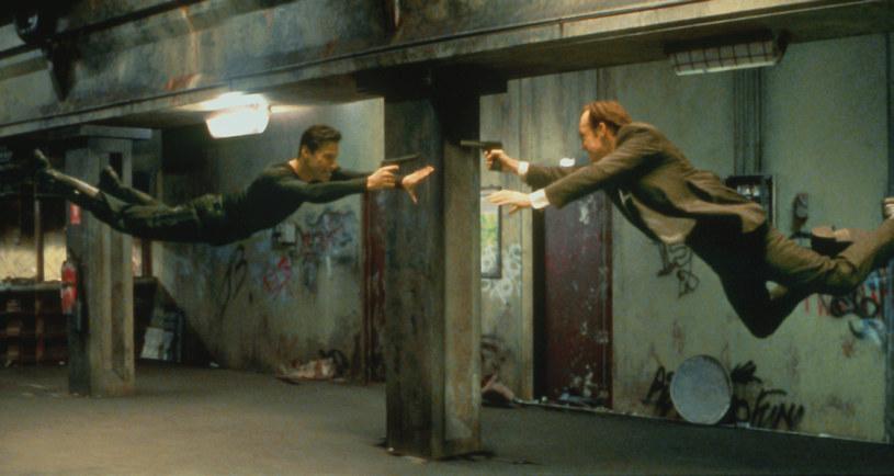 """Jeden z najbardziej oczekiwanych filmów najbliższych kilkunastu miesięcy, czyli reżyserowany przez Lanę Wachowski """"Matrix 4"""", miał pojawić się w kinach 21 maja 2021 roku. Tak się jednak nie stanie."""