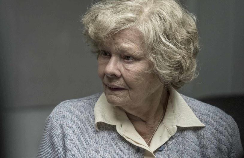 """""""Tajemnice Joan"""" stały się okazją dla uznanego reżysera Trevora Nunna do zekranizowania fascynującej opowieści szpiegowskiej z elementami romansu, dramatu i moralnych rozterek. Wielokrotnie nagradzany reżyser dostrzegł potencjał filmowy powieści, gdy tylko spojrzał na jej okładkę w księgarni."""