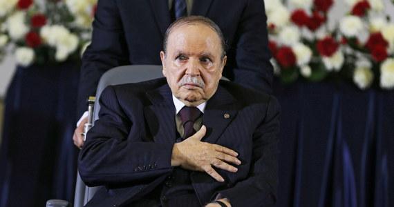 Prezydent Algierii Abdelaziz Buteflika złożył rezygnację z urzędu - poinformowała we wtorek oficjalna agencja prasowa APS.