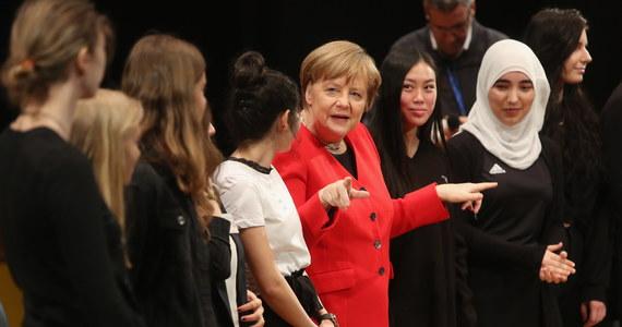 Rząd kanclerz Angeli Merkel przyjął projekt ustawy umożliwiający w przyszłości odbieranie niemieckiego paszportu pełnoletnim dżihadystom posiadającym podwójne obywatelstwo.