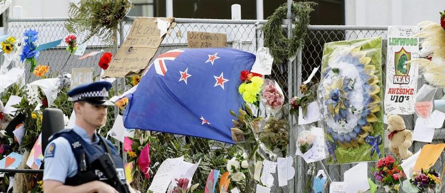 Nowozeladzki sędzia Cameron Mander zarządził zbadanie przez psychiatrów Australiczyka Brentona Tarranta, oskarżonego o zastrzelenie 50 osób i próbę pozbawienia życia dalszych 39 osób w dwóch meczetach w Christchurch. Celem ekspertyzy, której mają dokonać dwaj psychiatrzy, będzie ustalenie czy 28-letni Tarrant jest zdolny do uczestnictwa w procesie sądowym.