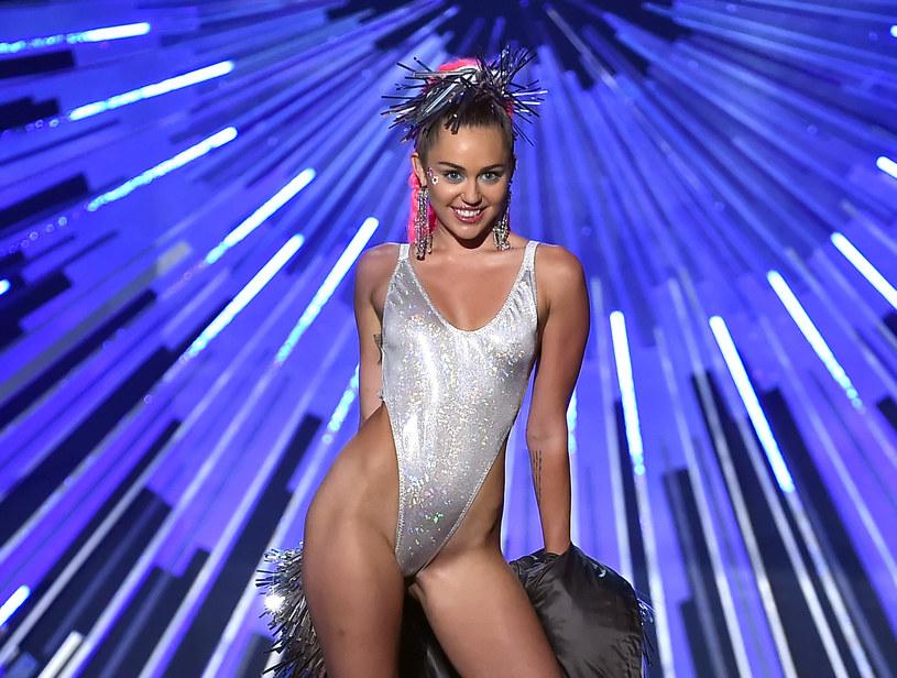 Gwiazda pop Miley Cyrus została nową gwiazdą Orange Warsaw Festival 2019. Wokalistka zastąpiła na imprezie raperkę Cardi B, która odwołała część swojej trasy koncertowej.