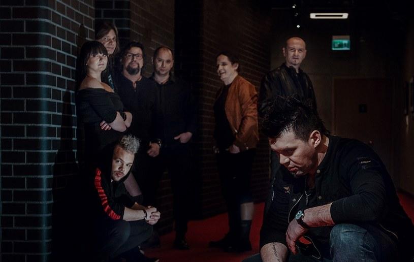 Formacja Sami w odświeżonym składzie personalnym - z trzema wokalistami - nagrała poprockową balladę.