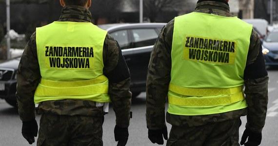 """Żandarmeria zatrzymała trzy osoby, w tym byłego dowódcę generalnego rodzajów sił zbrojnych gen. Lecha M. w związku z organizacją pokazów lotniczych """"Air Show"""" w Radomiu w latach 2010-2015 - poinformował PAP rzecznik Prokuratury Okręgowej w Warszawie prok. Łukasz Łapczyński."""