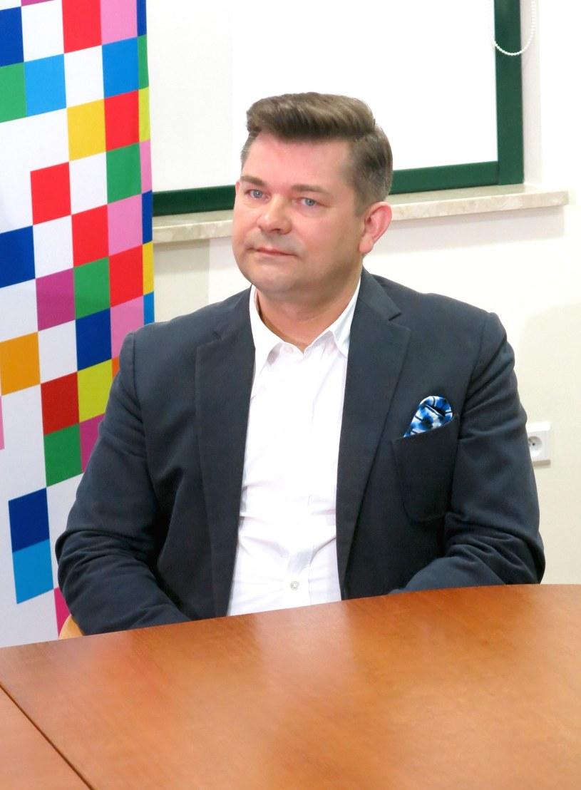 """W Białymstoku powstanie mural przedstawiający """"króla disco polo"""" Zenka Martyniuka. Projekt dofinansował samorząd województwa podlaskiego. Prace zaczną się w poniedziałek, mural będzie gotowy w piątek (12 kwietnia) - poinformowano na konferencji prasowej w urzędzie marszałkowskim."""