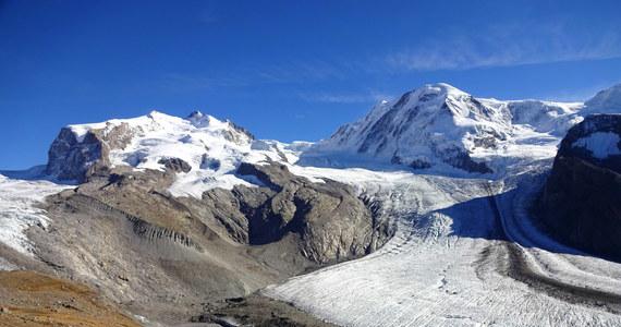 """W 2050 roku w Alpach może pozostać zaledwie połowa lodowców, do 2100 roku ich objętość może zmniejszyć się nawet do niespełna 10 proc. - alarmują na łamach czasopisma """"The Cryosphere"""" szwajcarscy naukowcy. Wyniki ich badań pokazują, że utrata połowy objętości lodu do połowy obecnego stulecia jest praktycznie pewna i niezależna już od ewentualnego zmniejszenia emisji gazów cieplarnianych. Działania na rzecz ograniczenia emisji dwutlenku węgla mogą natomiast jeszcze wpłynąć na scenariusz tego, co w Alpach wydarzy się po 2050 roku."""