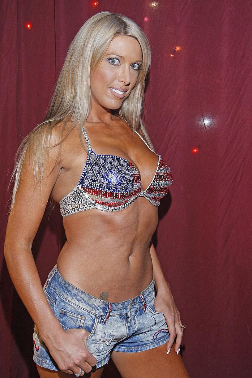 W 2008 roku reprezentowała nasz kraj w Konkursie Piosenki Eurowizji. Jednak z polskiej sceny zniknęła równie szybko, jak się na niej pojawiła. Co robi i jak wygląda obecnie Isis Gee? Zobaczcie, jak bardzo się zmieniła!