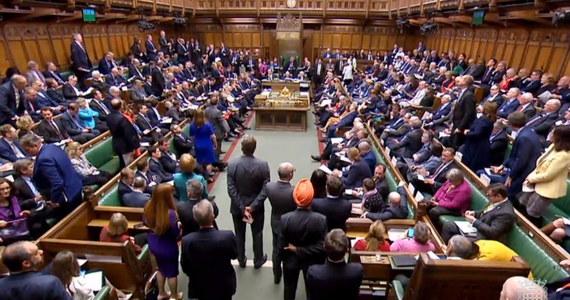 Brytyjski rząd nie doszedł we wtorek do porozumienia z opozycyjną Partią Pracy w sprawie kompromisowej umowy brexitu. Jak podkreślono, obie strony będą kontynuowały rozmowy po zakończeniu zaplanowanego na środę i czwartek szczytu Rady Europejskiej.