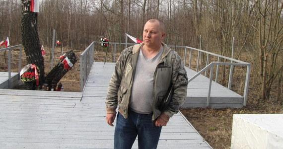 """""""Tu nie powinno być polityki"""" - mówi naszemu korespondentowi Aleksandr Syriewicz, właściciel terenu, na którym 9 lat temu doszło do katastrofy prezydenckiego Tu-154 w Smoleńsku."""