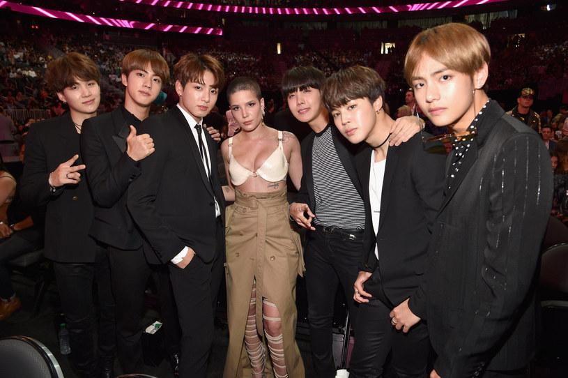 """Południowokoreańska grupa K-popowa zaprezentowała teledysk do nagranej z Halsey piosenki """"Boy with Luv"""". Boysband ujawnił także, że jeden z utworów, znajdujących się na albumie """"Map of the Soul: Persona"""", został napisany we współpracy z Edem Sheeranem."""