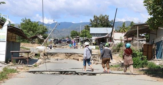 Trzęsienie ziemi o magnitudzie 6,8 nawiedziło w piątek indonezyjską wyspę Celebes - podały amerykańskie służby geologiczne USA (USGS). Epicentum znajdowało się ok. 280 km na południe od prowincji Gorontalo, na głębokości 43 km. Władze wydały ostrzeżenie przed tsunami.