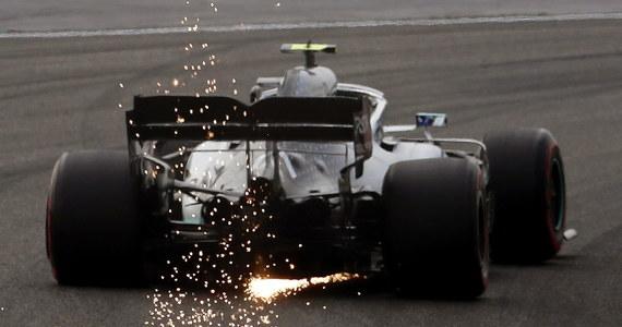 Valtteri Bottas z zespołu Mercedesa wywalczył pole position przed niedzielnym wyścigiem Formuły 1 o Grand Prix Chin na torze w Szanghaju, trzecią rundą mistrzostw świata. Fin po raz siódmy w karierze wystartuje z pierwszego pola. Robert Kubica z Williamsa wystartuje z osiemnastego.