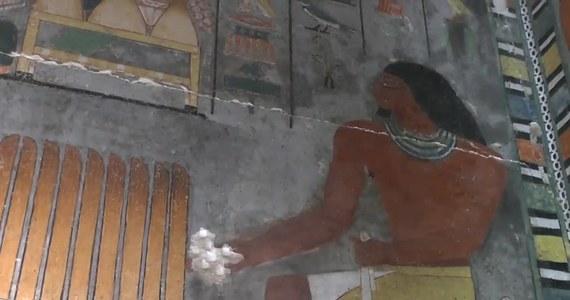 W Sakkarze w Egipcie archeolodzy odkryli grobowiec liczący 4,4 tys. lat. Należał do arystokraty z piątej dynastii o imieniu Khuwy. Krypta składa się z komór i podkomór zdobionych kolorowymi malunkami i dobrze zachowanymi inskrypcjami. Sekretarz Generalny Najwyższej Rady ds. Starożytności Egipskich Mostafa el-Waziry powiedział, że archeolodzy byli nawet w stanie zidentyfikować odciski palców malarza grobowca.