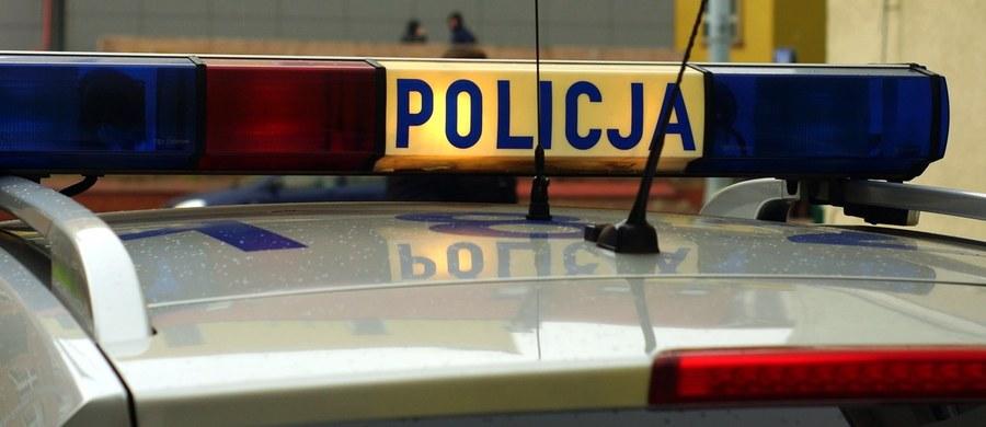 Policja poszukuje mężczyzny, który podczas sprzeczki z 23-letnim mieszkańcem Raciborza dźgnął go kilkakrotnie nożem. Do zdarzenia doszło w niedzielę rano w pobliżu jednego z lokali.