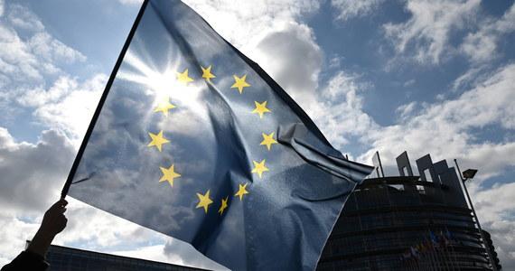 """Kontrowersyjna dyrektywa o prawach autorskich UE - zwana potocznie """"ACTA 2"""" - została przyjęta przez państwa Unii Europejskiej. W końcowym głosowaniu większość państw członkowskich poparła projekt. Polska i pięć innych krajów było przeciwko."""