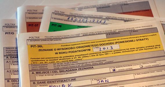 """Rząd łagodzi swoje wcześniejsze zapowiedzi dotyczące obniżek podatków obiecanych w ramach """"piątki Kaczyńskiego""""."""