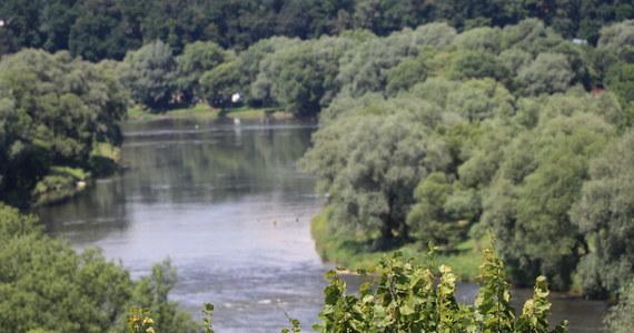 Strażnik graniczny z Lubaczowa podczas spaceru z rodziną zobaczył dryfujące z prądem rzeki Lubaczówki dziecko. Wyłowił je i udzielił pomocy. Okazało się, że 5-letni Norbert podczas zabawy ześlizgnął się do wody. Chłopiec trafił do szpitala.