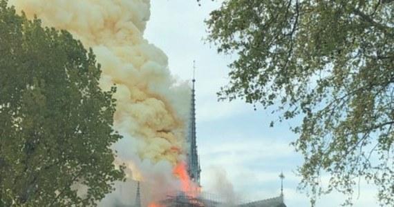 """""""Akurat byłem na moście, gdy wybuchł pożar. Pojawiło się tam mnóstwo ludzi, którzy fotografowali ogień. Strasznie to wyglądało"""" - mówi w rozmowie z RMF FM Łukasz Chojnacki, który był świadkiem pożaru. Przypomnijmy, że runął dach katedry."""