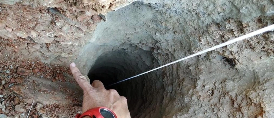 Hiszpańskie służby medyczne opublikowały w poniedziałek wyniki autopsji dwuletniego Julena, który w styczniu wpadł do dziury po odwiercie w okolicach Malagi. Z dokumentu wynika, że dziecko zmarło 50 minut po upadku.